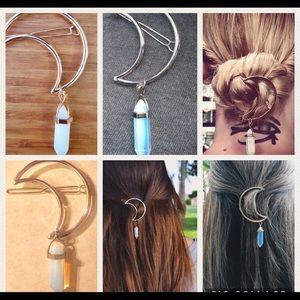 Accessories - 💕New! Silver boho hair clip💕